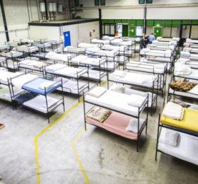 2015-04-20 17:45:39 DEN HAAG - Stapelbedden in een ruimte van stichting Schroeder aan de Haagse Zilverstraat. Schroeder biedt plaats aan 125 dak- en thuislozen, die er gebruik kunnen maken van de bed-bad-en-broodvoorziening. Uitgeprocedeerde asielzoekers komen hier uiteindelijk ook terecht. Schroeder vangt al een aantal asielzoekers op. ANP VALERIE KUYPERS